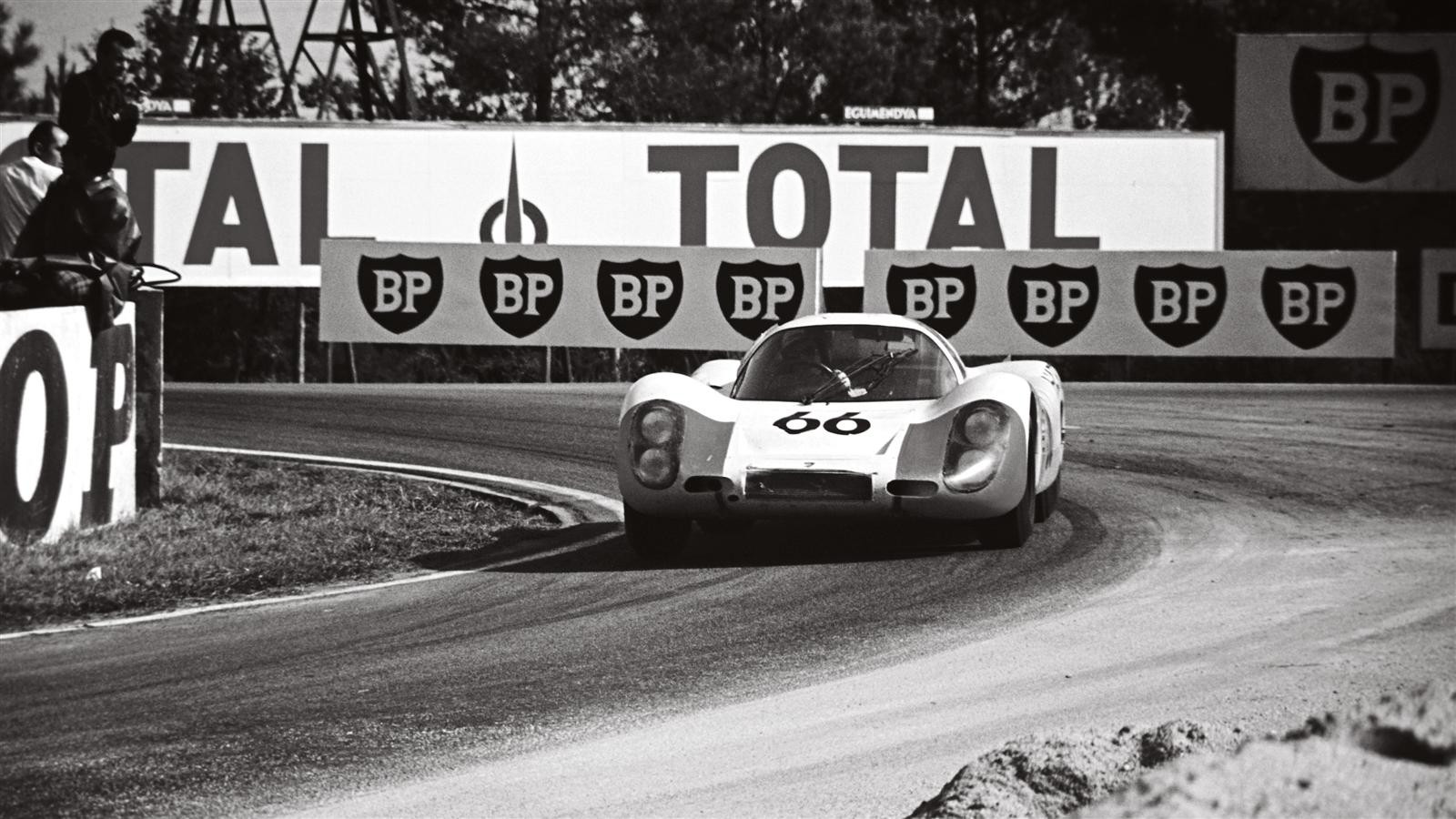 Porsche 907 LH Coupe at Le Mans 1968