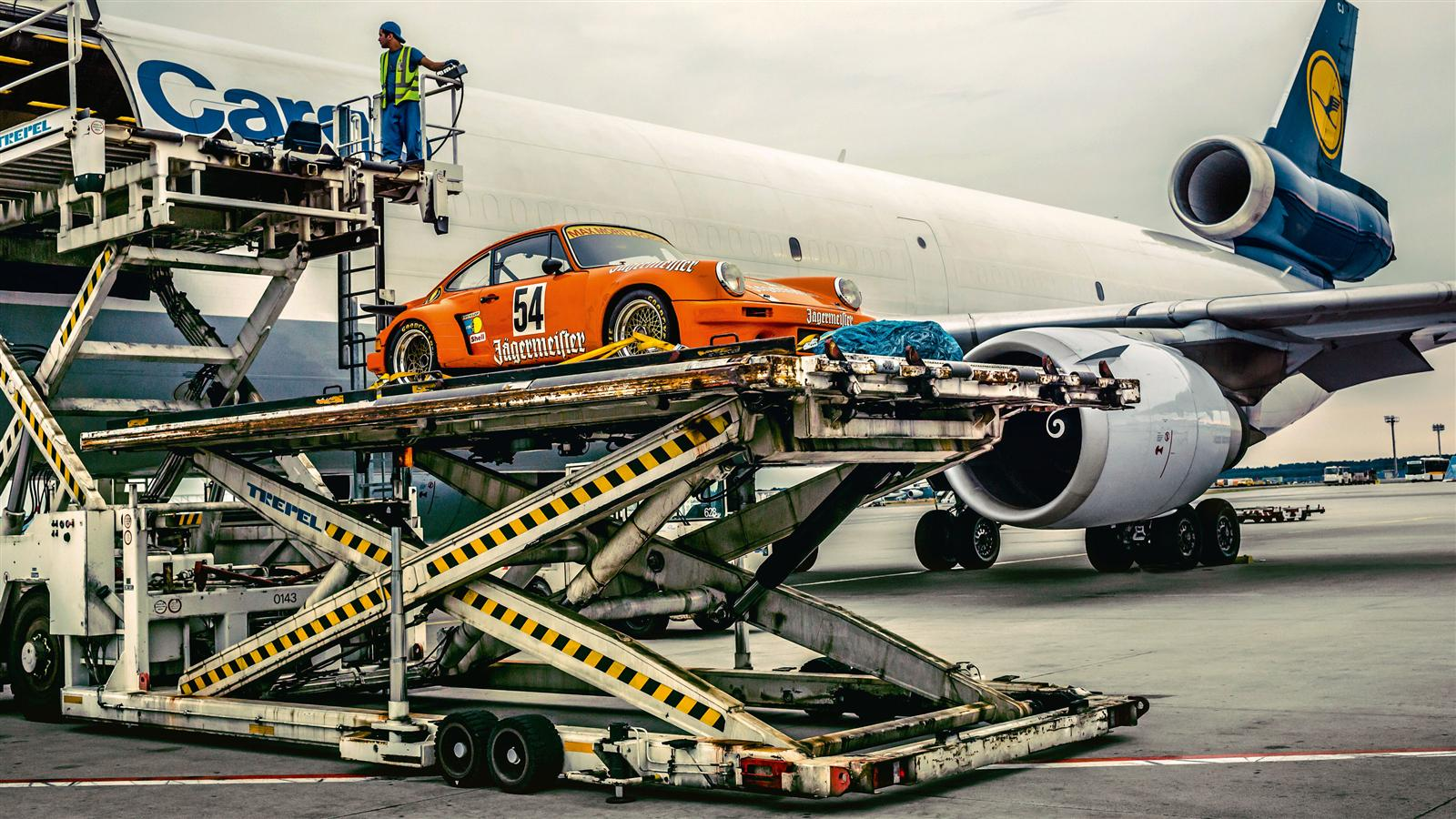 911 RSR from 1974 being unloaded at the airport